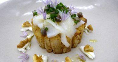 Espárrago blanco, bacalao ahumado, alcaparras, mozzarella y nueces